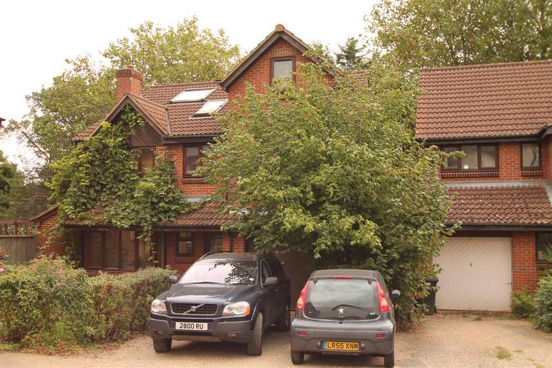 6 Bedrooms Property for sale in Crothall Close, Palmers Green, London