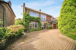 5 Bedrooms Detached House for sale in Rectory Park, Sanderstead, South Croydon, .