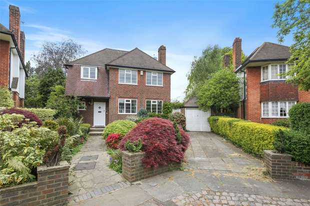 Detached house in  Ashbourne Close  Ealing  W5  Richmond