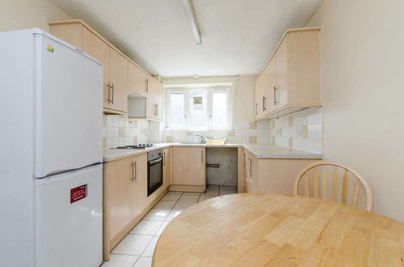 Flat in  Smallwood Road  Tooting  SW17  Richmond