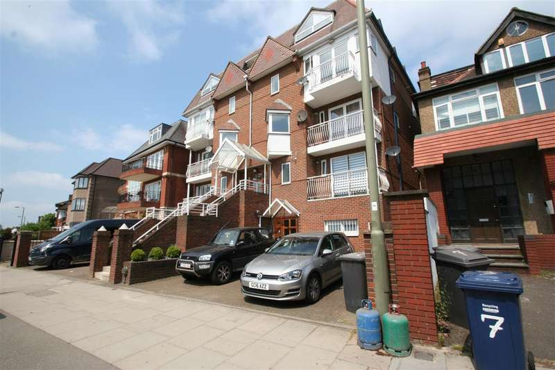 Flat in  Queens Road  Hendon  NW4  Richmond