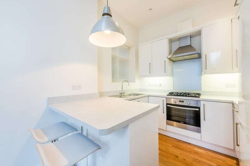 Flat in  Sutton Court Road  Chiswick  W4  Chiswick