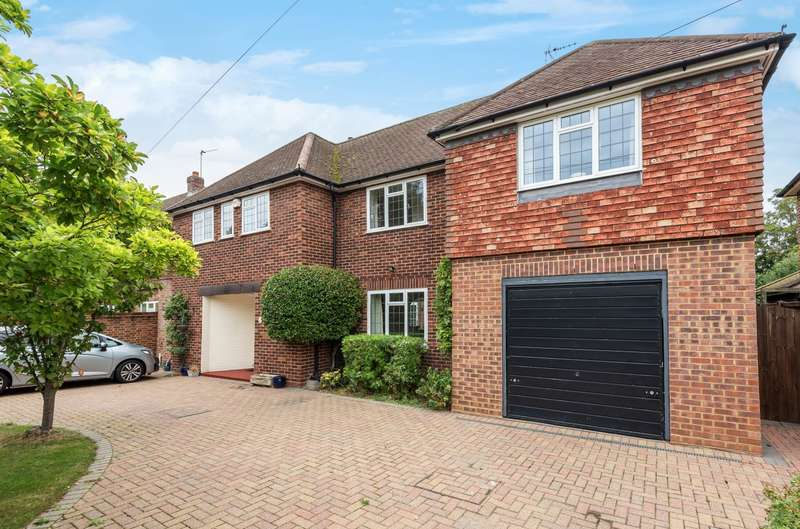 Detached house in  Red House Lane  Walton-on-thames  KT12  Richmond