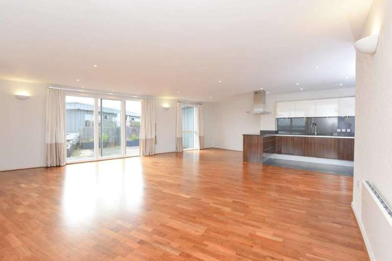 Penthouse in  The Heart  Walton-on-thames  KT12  Richmond