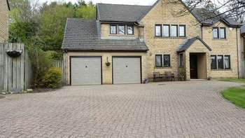 4 Bedrooms Detached House for sale in Ball Grove Drive, Colne