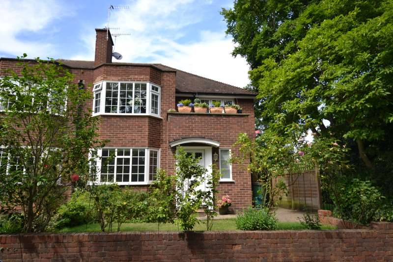 Flat in  Linden Close  Thames Ditton  KT7  Richmond