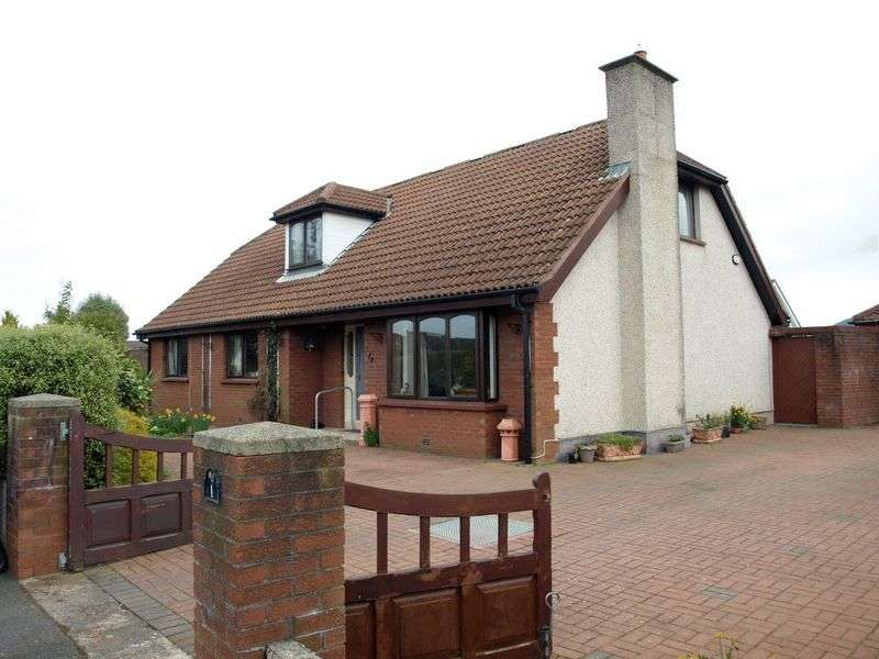 5 Bedrooms Detached House for sale in Detached Chalet Bungalow