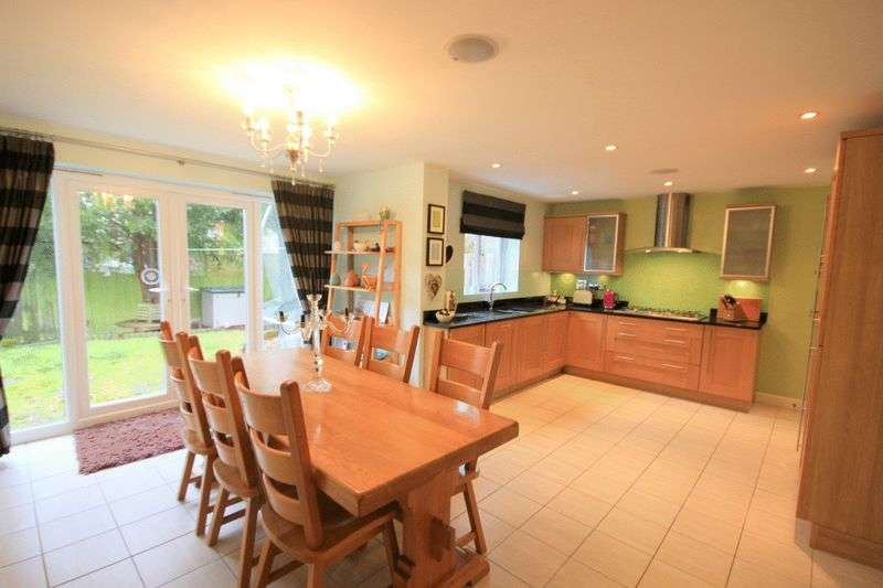 5 Bedrooms Detached House for sale in Oakbrook Close, Stafford