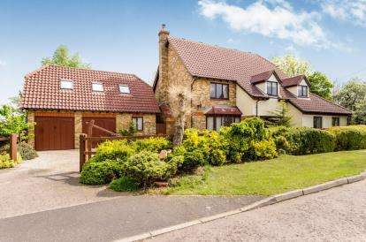 4 Bedrooms Detached House for sale in Stapleford Abbotts, Romford, Essex