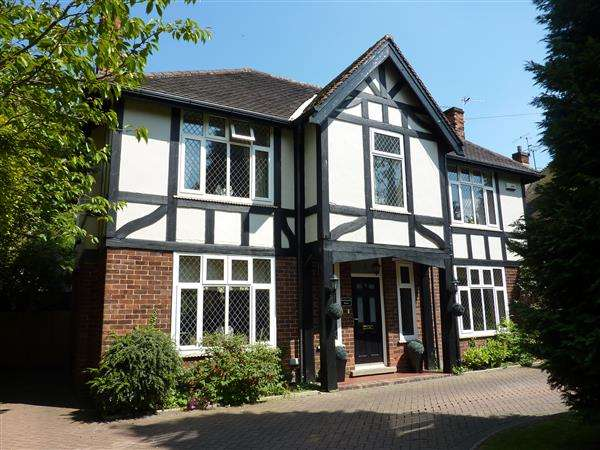4 Bedrooms Detached House for sale in SCARTHO ROAD, GRIMSBY