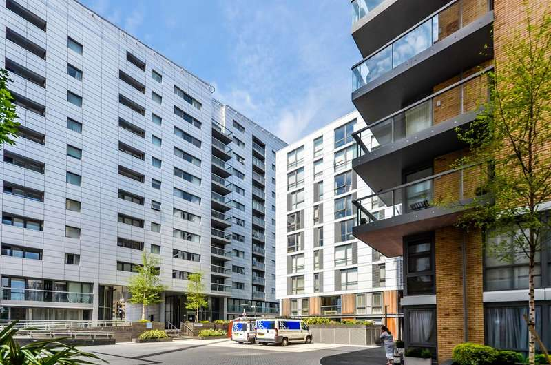 2 Bedrooms Flat for sale in Admirals Tower, Greenwich, SE10