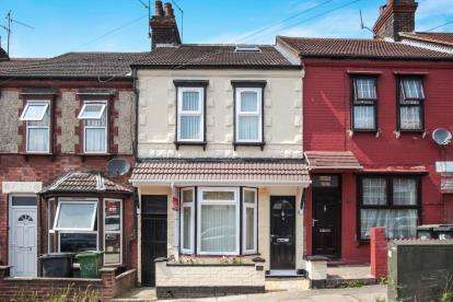 4 Bedrooms Terraced House for sale in Althorp Road, Luton, Bedfordshire