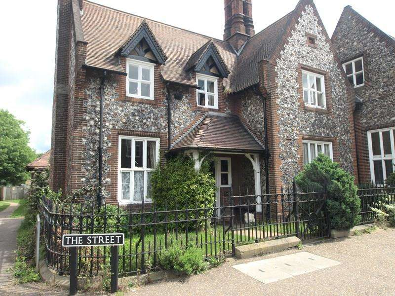 3 Bedrooms Detached House for sale in The Street, Trowse, Norwich