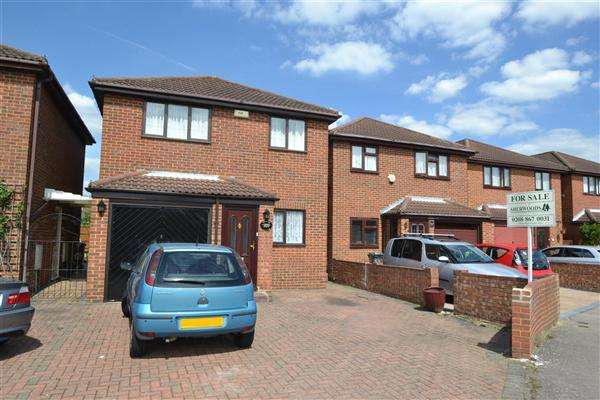 4 Bedrooms Detached House for sale in River View, Peninsular Close, Bedfont