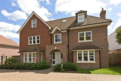 Flat in  Little Orchard Place  Esher  Surrey  KT10  Richmond