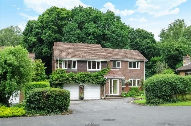4 Bedrooms Detached House for sale in Allbrook, Hampshire