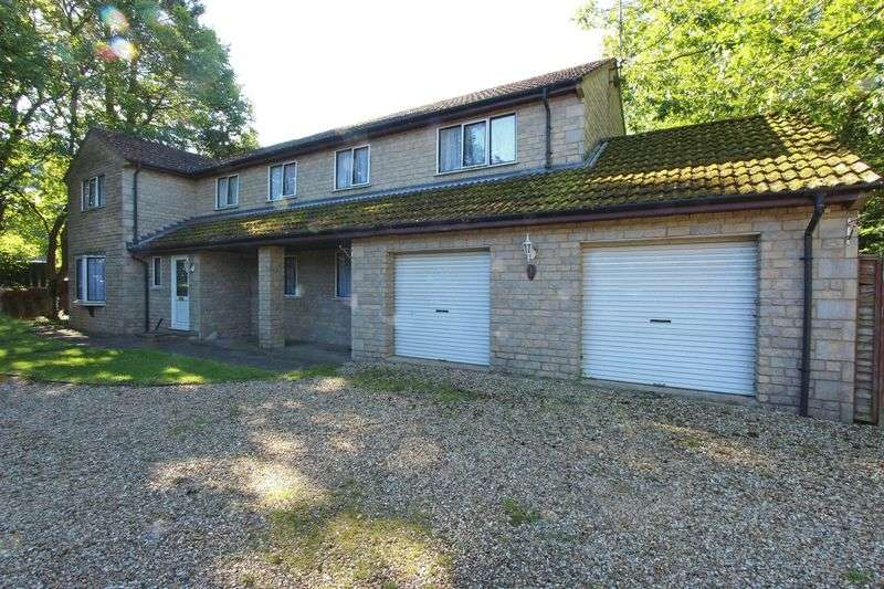 5 Bedrooms Detached House for sale in Barnberry Way, Kirkby Underwood