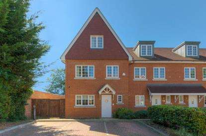 4 Bedrooms Town House for sale in Gate House Place, 25-27 Rickmansworth Road, Watford, Hertfordshire