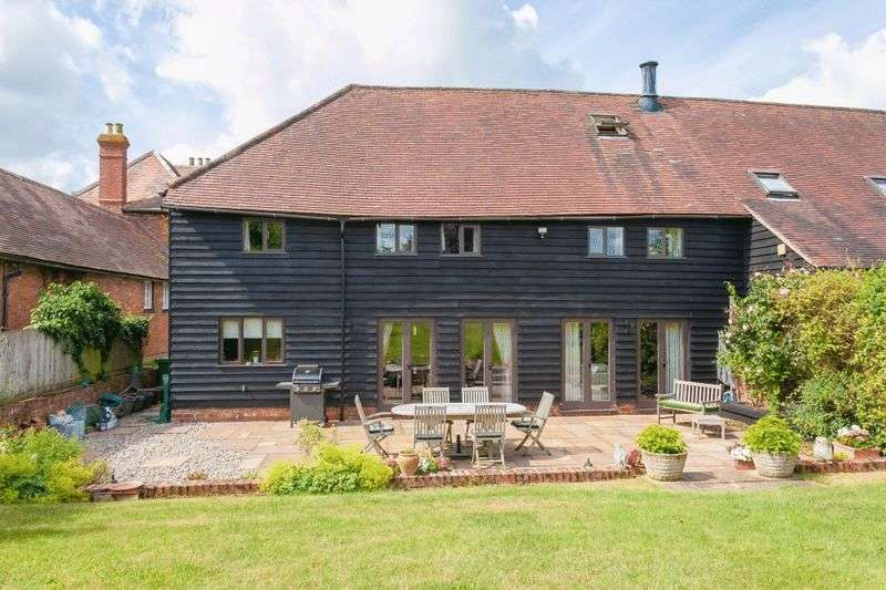 5 Bedrooms Detached House for sale in Longwick
