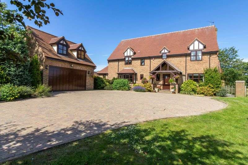 4 Bedrooms Detached House for sale in Clayhall Road, Kensworth, LU6