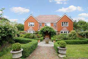 5 Bedrooms Detached House for sale in West Ashling Road, Hambrook, Chichester, West Sussex