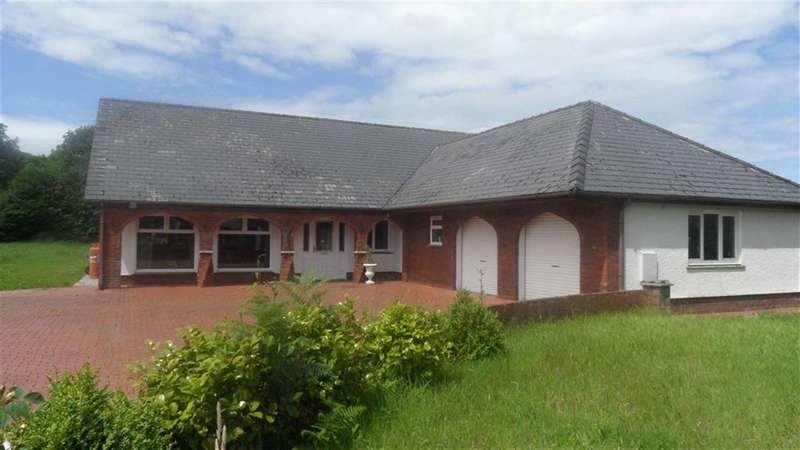 4 Bedrooms Property for sale in Waungiach, LLECHRYD