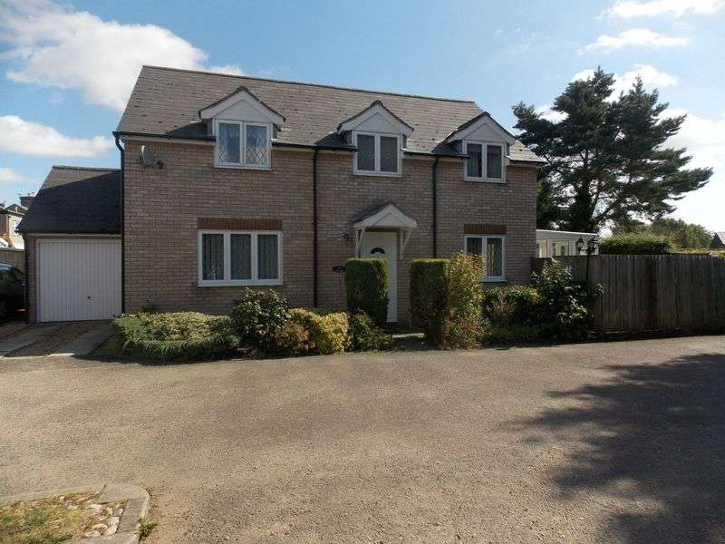 4 Bedrooms Detached House for sale in Ropers Gardens, Elmswell