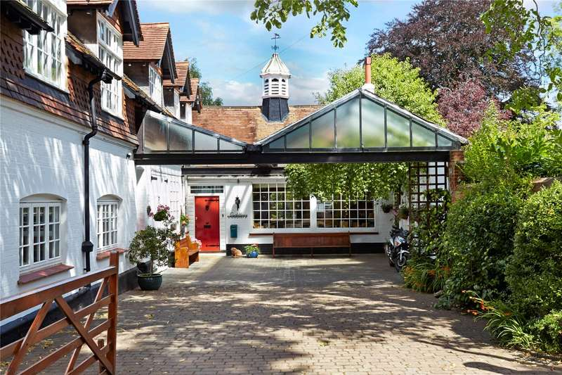 5 Bedrooms Mews House for sale in Downs Road, Epsom, Surrey, KT18