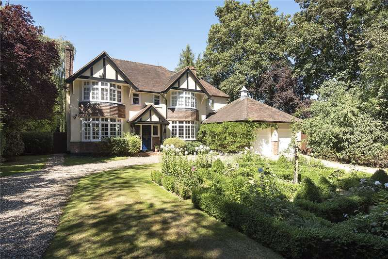 6 Bedrooms Detached House for sale in The Clump, Chorleywood Rickmansworth, Hertfordshire, WD3