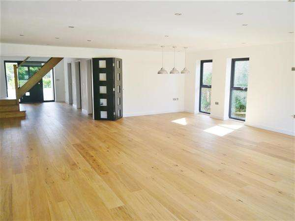 4 Bedrooms Detached House for sale in The Cygnet, Low Road, Barrowby, Grantham