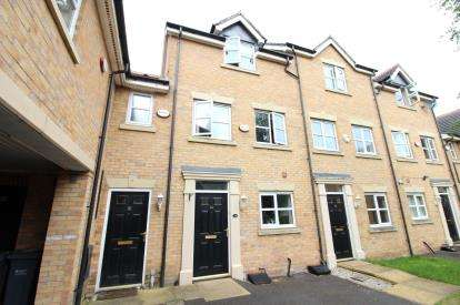 3 Bedrooms Town House for sale in Glendevon Close, Manchester, Greater Manchester
