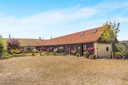 4 Bedrooms Barn Conversion Character Property for sale in Bawdeswell Road, Billingford, Dereham