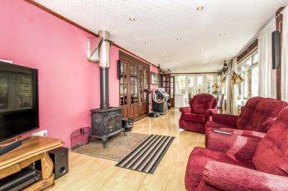 4 Bedrooms Bungalow for sale in Hill Lane, Manchester, Greater Manchester, North Manchester