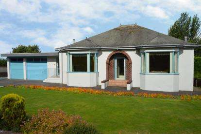 3 Bedrooms Bungalow for sale in Roebank Road, Beith