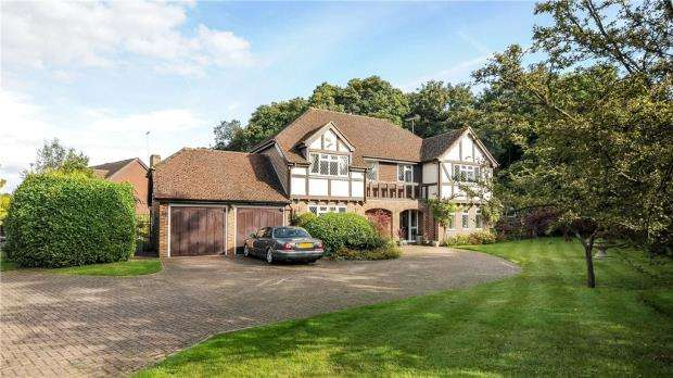 5 Bedrooms Detached House for sale in 14 Barberry Way, Hawley, Surrey, GU17 9DX