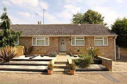 3 Bedrooms Bungalow for sale in Orchard Close, Orlingbury, Kettering, Northamptonshire
