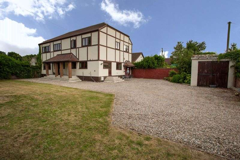 5 Bedrooms Detached House for sale in Eastwood Rise, Leigh-On-Sea