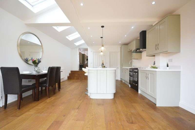 5 Bedrooms Terraced House for sale in Balham Grove, London, SW12