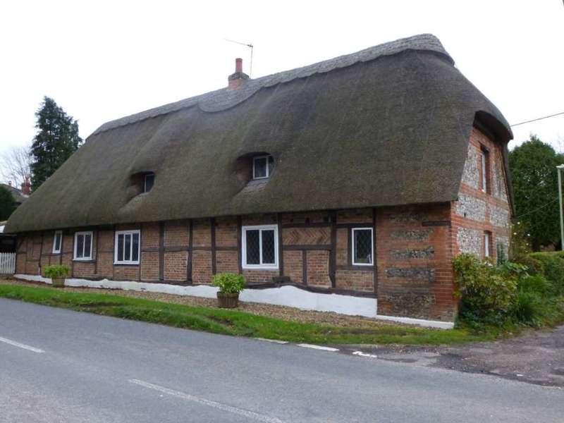 4 Bedrooms Cottage House for sale in Southington, Overton