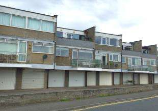 2 Bedrooms Maisonette Flat for sale in Fort Gate, Fort Road, Newhaven, East Sussex