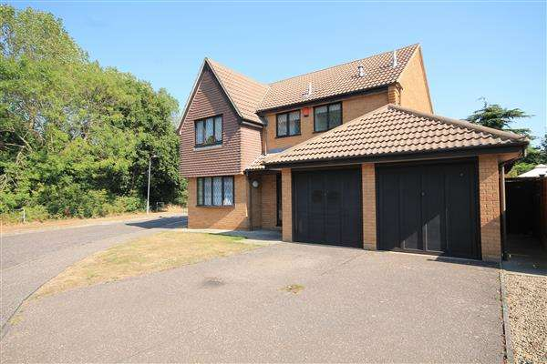 4 Bedrooms House for sale in Raycliff Avenue, Great Clacton