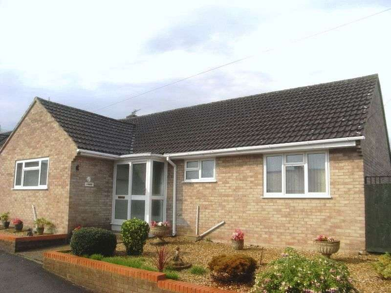 3 Bedrooms Detached Bungalow for sale in Birds Close, Crewkerne