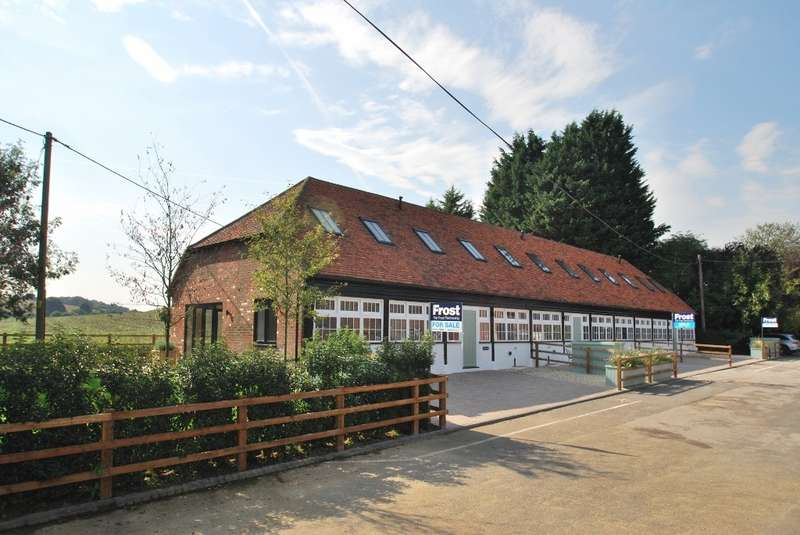 3 Bedrooms End Of Terrace House for sale in Bury Farm Courtyard, Pednor Road, Chesham, HP5