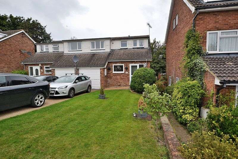 3 Bedrooms Semi Detached House for sale in Ascot Drive, Linslade