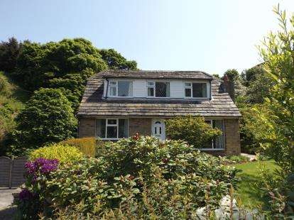 3 Bedrooms Detached House for sale in Upper Clough Road, Linthwaite, Huddersfield, West Yorkshire