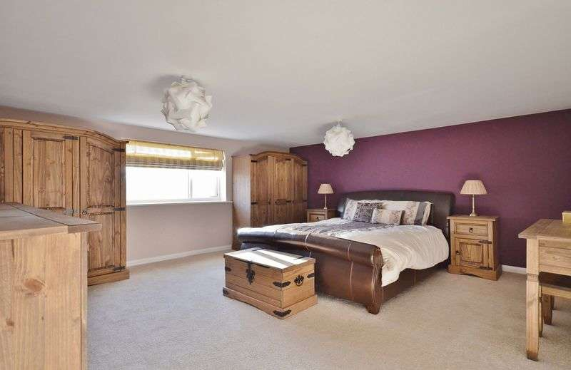 3 Bedrooms Terraced House for sale in Main Street, Cleator