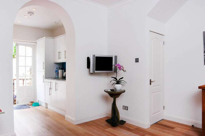 Flat in  Westbourne Park Road  Notting Hill  W11  Richmond
