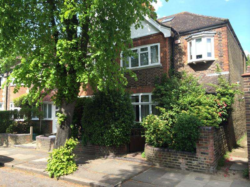 House in  Observatory Road  East Sheen  SW14  Richmond