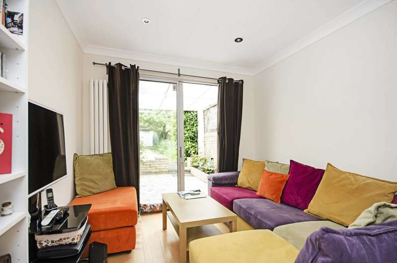 Flat in  Park Road  London  NW4  Richmond