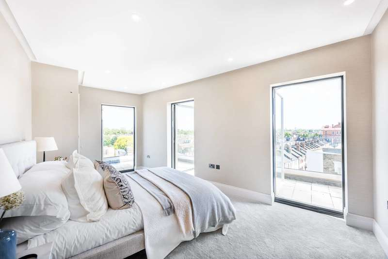 Penthouse in  Crabtree Lane  Fulham  SW6  Richmond